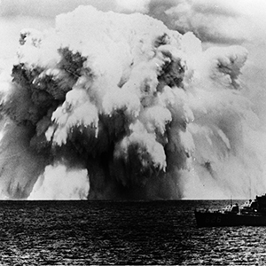 """Swordfi sh"" underwater nuclear explosion during the U.S. ""Operation Dominic"" test series, 16 km south of Christmas Island on May 11, 1962. The destroyer USS Agerholm can be seen in the foreground. Photo: © U.S. Navy, D. D. Mann"