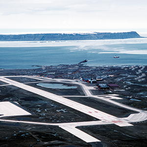 U.S. Air Force base in Thule, Greenland. On January 21, 1968, a B-52 bomber, with four hydrogen bombs on board, crashed 13 km south of the base. Luckily, no nuclear chain reaction occurred, but a large area was radioactively contaminated. Photo: © TSGT Lee E. Schading / U.S. Air Force